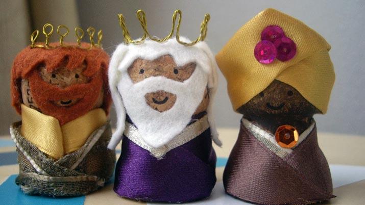 8 manualidades de reyes magos para decorar en navidad - Como pegar corchos de botellas ...